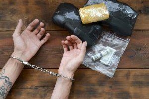 חשוד בייבוא סמים לישראל?